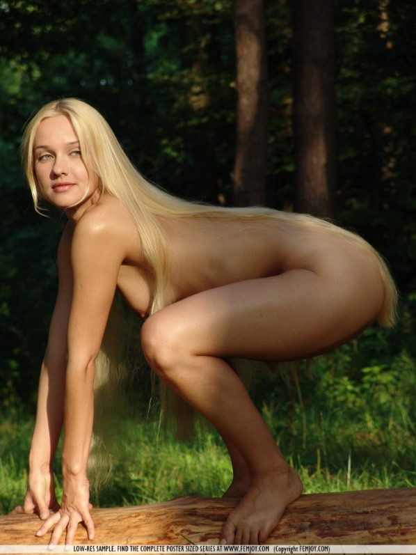 blondes outdoors Femjoy