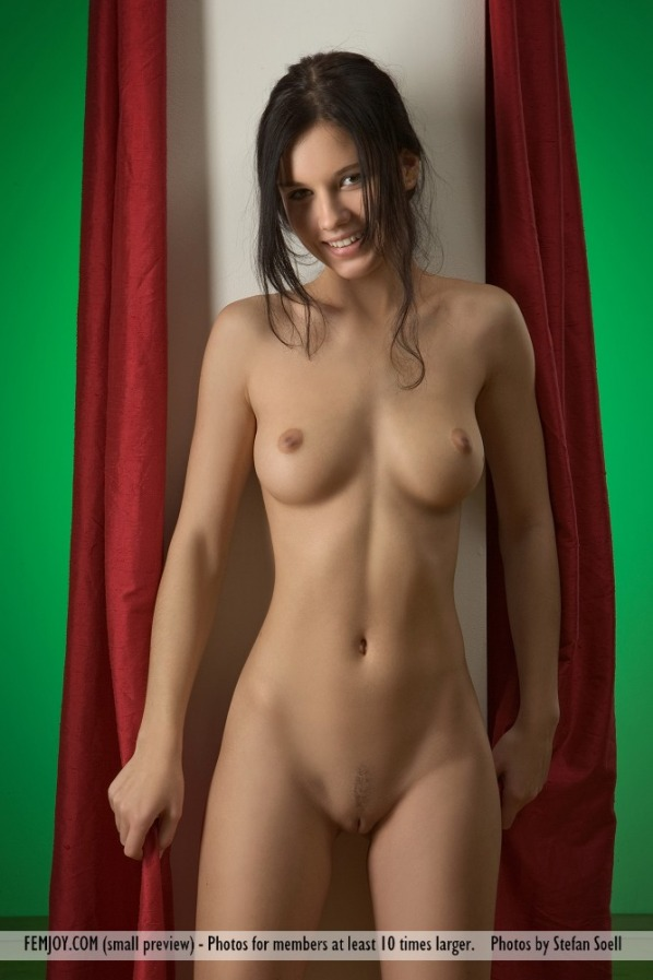 pictures of Mona from femjoy